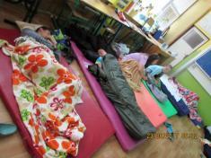 spaní ve škole